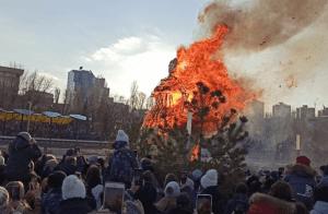 В Волгограде посмотреть на сжигание Масленицы пришли 70 тысяч человек