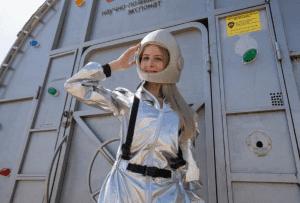 В «космосе» побывала первая блондинка из Волгограда