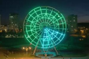 В волгоградском ЦПКиО засияло колесо обозрения